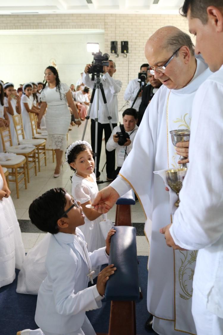 cuarto grado recibió el sacramento de la primera comunión colegio